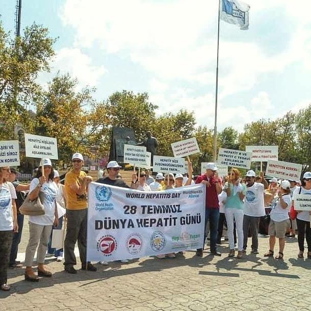 """Türk Karaciğer Vakfı'ndan Hepatite karşı bilgilendirme ve farkındalık için """"Üç Maymun"""" etkinliği"""